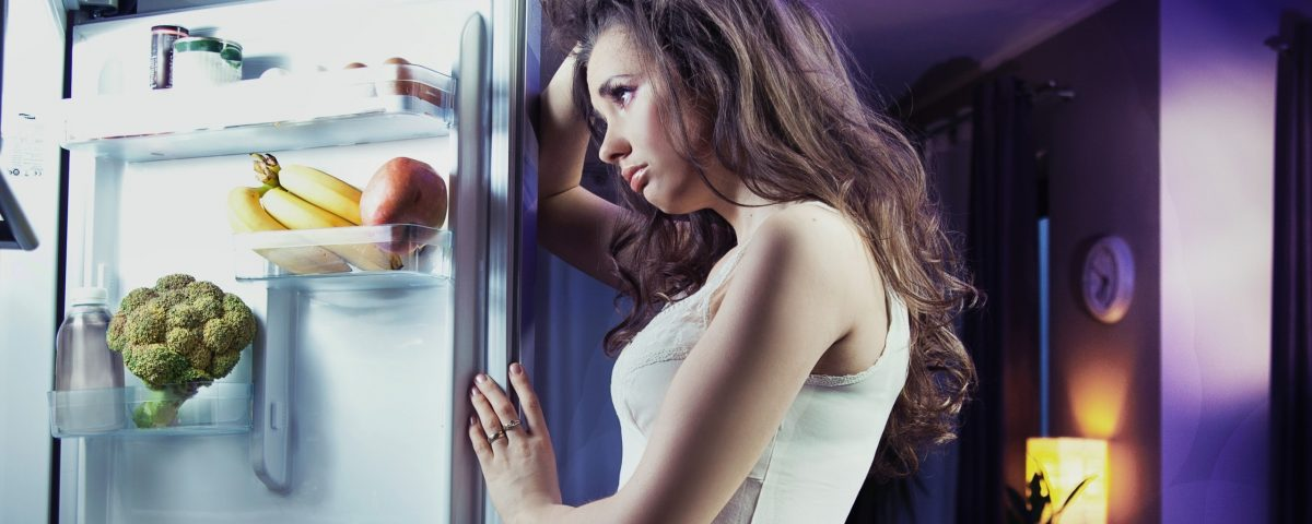 Холодильник бьет током, коротит